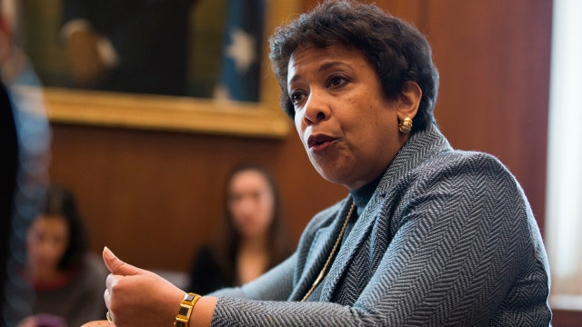 Officials pressure Loretta Lynch to step aside in Clinton email probe