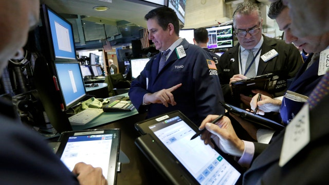 Stocks sink as oil falls below $30