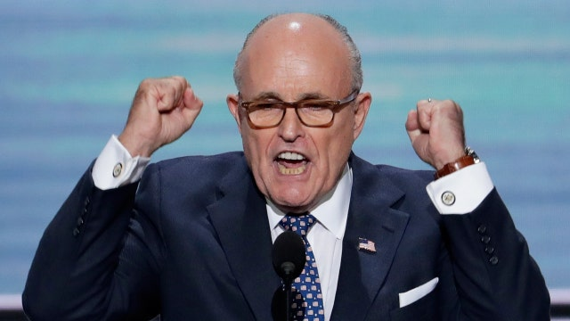 Giuliani fires up the RNC