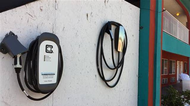 Obama pushes for electric car charging stations