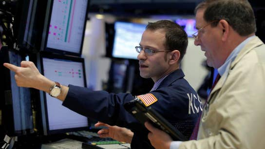 Dow snaps win streak as Walmart weighs on market