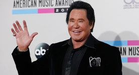 Wayne Newton on why he supports Donald Trump