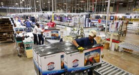 Are U.S. citizens giving up on full-time jobs?