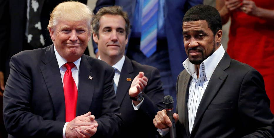 National Diversity Coalition CEO Pastor Darrell Scott on Chicago gangs wanting to work with President Trump to fight crime.