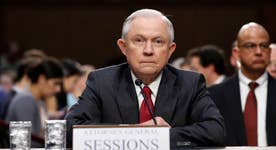 Sessions to investigate White House leaks