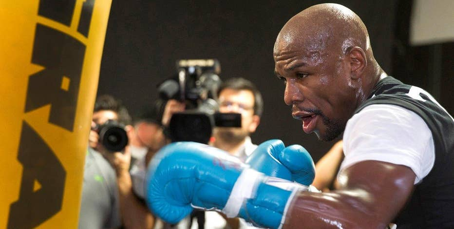 FBN's Lauren Simonetti on reports boxer Floyd Mayweather still owes taxes from 2015.