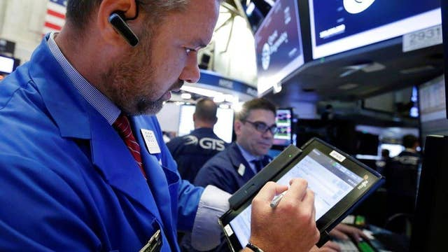 Dow hits 22K as Apple shares rise
