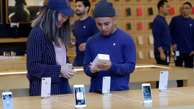 Investors eye Apple iPhone shipping delays