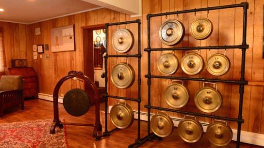 Strange Inheritance: Gong Show