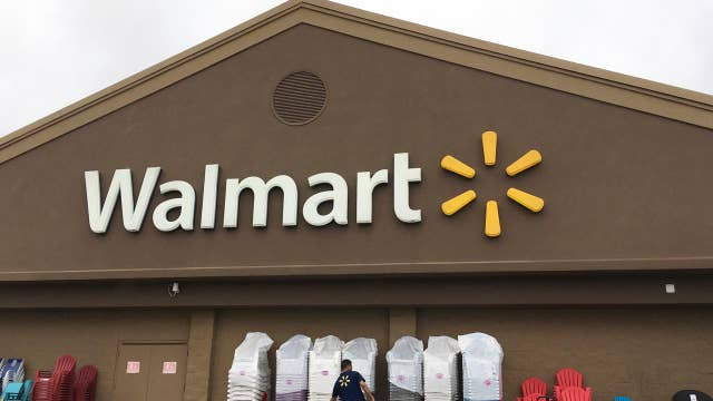 Walmart to give $1K bonuses to employees, citing Trump's tax cuts