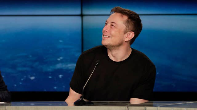 Elon Musk eyes rocket to Mars