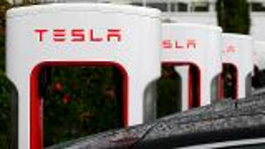 Tesla in autopilot crashes into parked police car in California