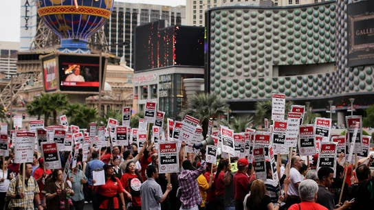 Vegas casino workers reach deal with Caesars