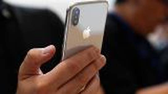Apple sets plans to scale back iPhone production