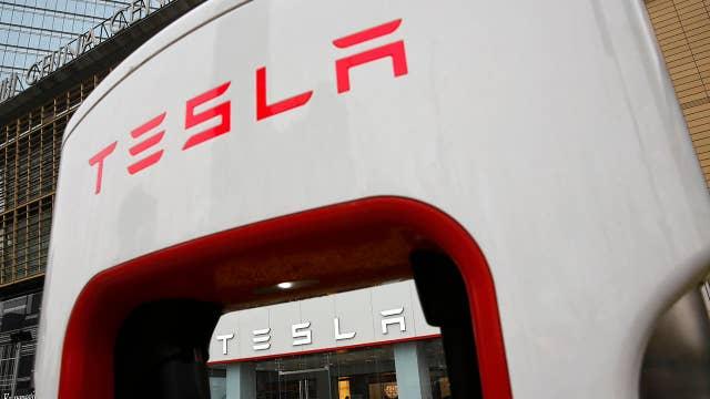 Tesla experiences cash flow problem