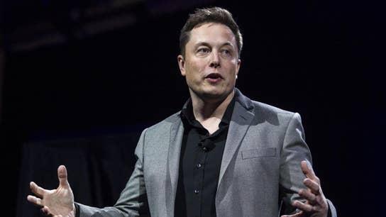 Musk tweet on possibly taking Tesla private sparks legal concerns