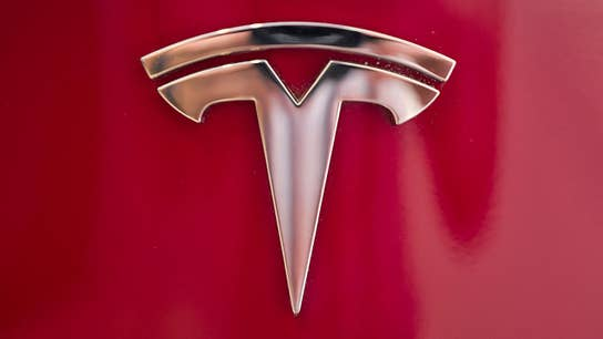 Another Tesla executive leaves; Apple goes big