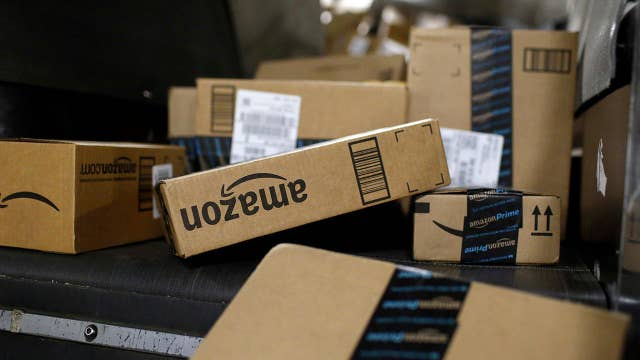 Amazon narrows headquarters search, offering holiday perks