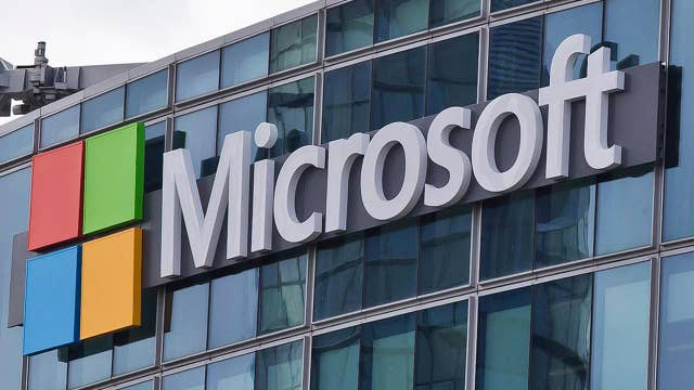 Microsoft takes bite out of Apple; record Cyber Monday