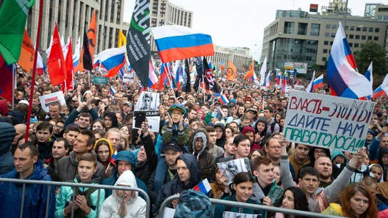Thousands protest in Moscow, present new challenge to Putin's rule