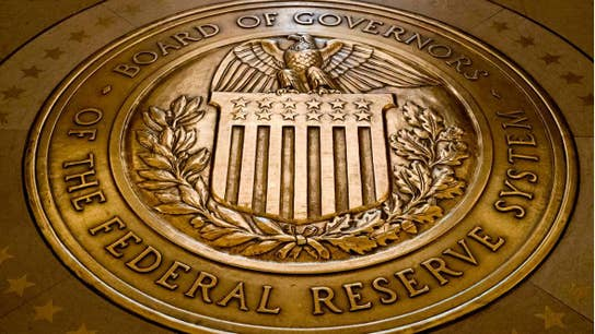 How should the Fed respond to the current economic uncertainty?