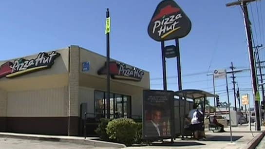 Pizza Hut shifts focus and plans on closing hundreds of restaurants