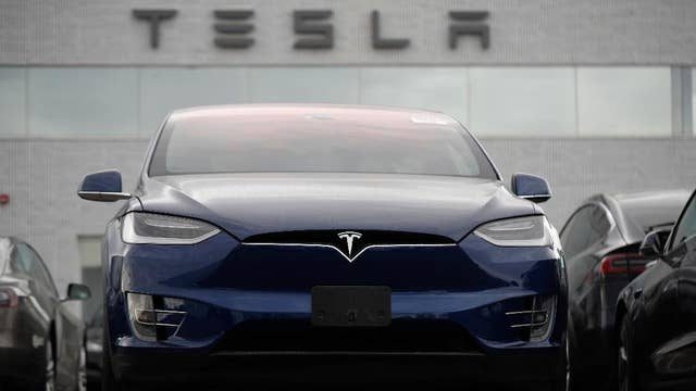 Former Ford CEO questions whether Tesla's competition can lure customers