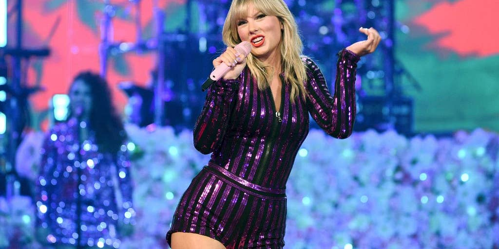 Taylor Swift's American Music Awards performance cleared