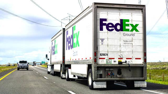 FedEx CEO is 'standing up for the private sector' in New York Times battle: WSJ editor