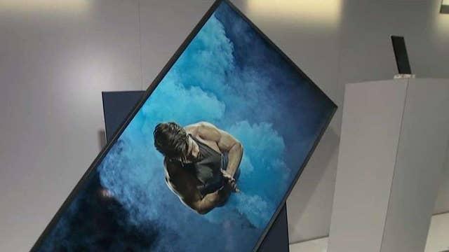 Samsung debuts new rotating TV at CES