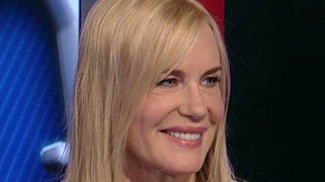Actress Daryl Hannah argues against the Keystone Pipeline and for more renewable energy programs.