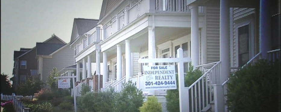 The Case-Shiller HPI and pending home sales are released; also several consumer reports out next week