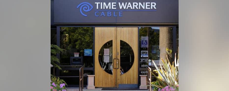 WSJ editor-in-chief Gerard Baker and former FCC chairman Reed Hundt analyze possible regulation hurdles a 21st Century Fox, Time Warner deal could face.