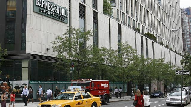 Diane Macedo reports that Barnes & Noble missed estimates with its 1Q earnings report.