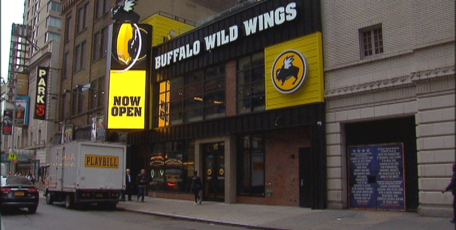 Divine Capital CEO Dani Hughes, FBN's Charles Payne, retail analyst Hitha Prabhakar, Penn Financial Group founder Matt McCall, FBN's Tracy Byrnes and FOXBusiness.com reporter Kate Rogers on the outlook for Buffalo Wild Wings.