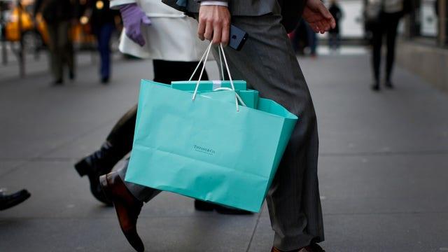 FBN's Diane Macedo reports on Tiffany's 2Q earnings.