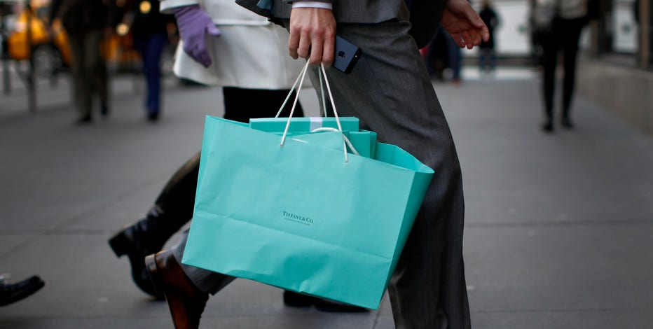 FBN's Diane Macedo reports on Tiffany's 2Q earnings.