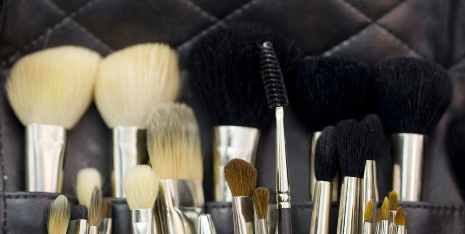 FBN's Diane Macedo breaks down Estee Lauder and Hillshire Brands 1Q earnings.