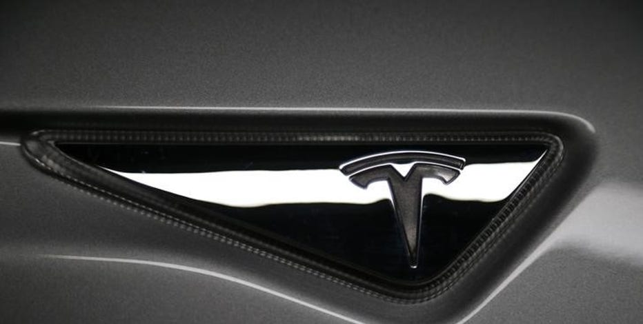 FBN's Liz MacDonald on Tesla's talks with BMW over car batteries and parts.