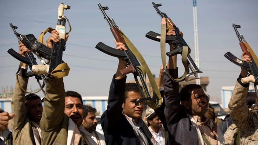 Reports: Rebels shell home of Yemen's president, raid palace