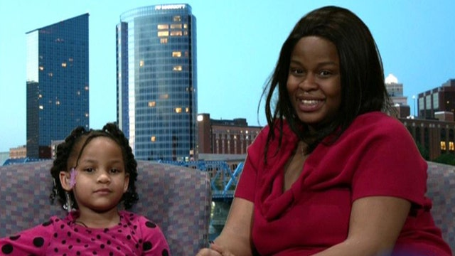 Quick-thinking 4 year old dials 911 after mom has seizure