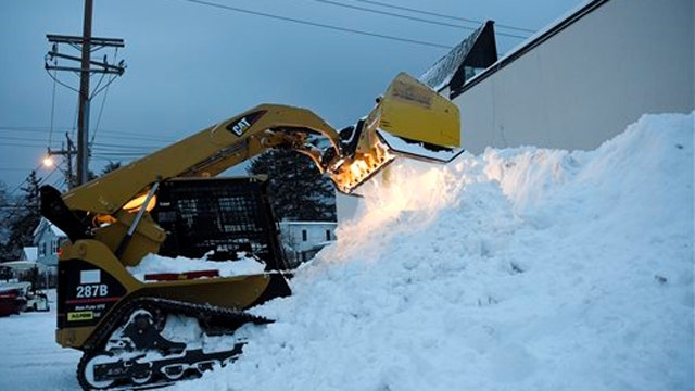 Blizzard rocks Long Island, spares New York City