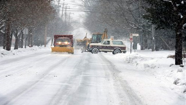 Thousands without power as snowstorm slams New England