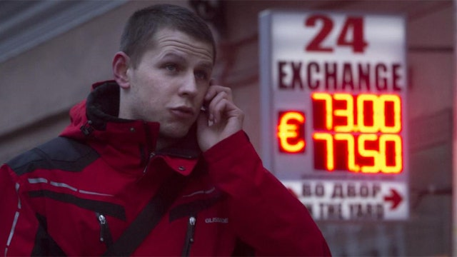 Russia's credit rating downgraded to 'junk' status