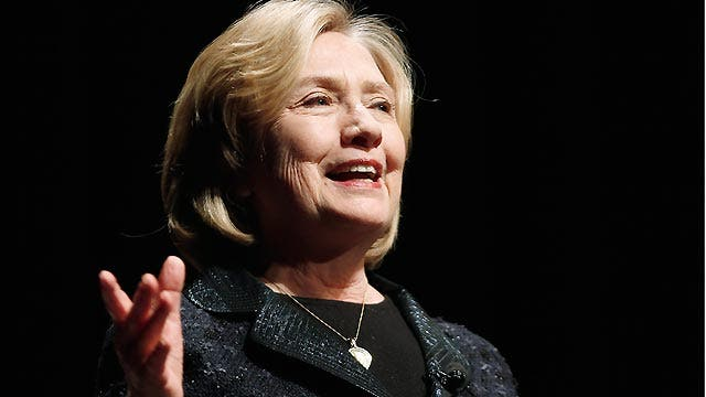 What's behind Clinton waiting to announce 2016 plans?