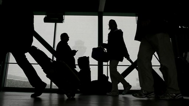 Flight cancelations strand thousands of travelers