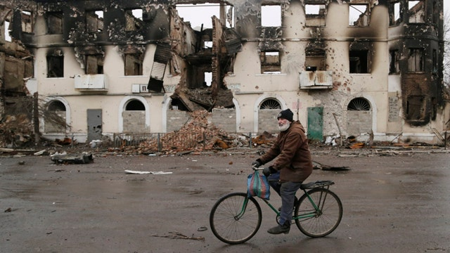 Intense fighting in Ukraine one day before peace talks