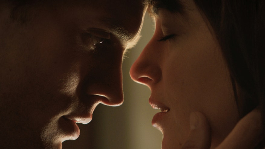 Ashley Dvorkin and Fox 411 movie reviewer Justin Craig break down the erotic and controversial drama 'Fifty Shades of Grey'
