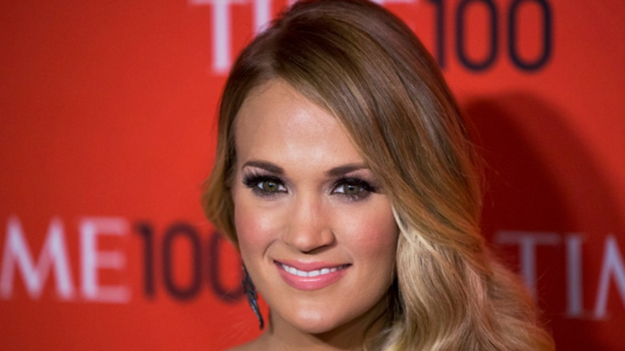 Carrie Underwood takes care of police dog