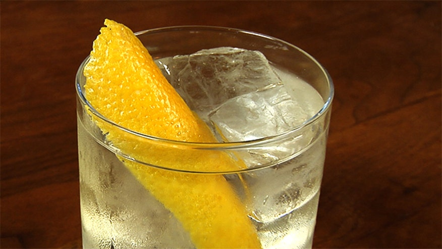 Bar director Joe Campanale of NYC eatery L'Apicio shares his recipe for the Negroni Bianco.